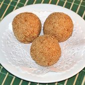 J28. Sesame Seed Balls